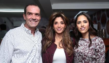 Juan Cuétara, Cecilia de los Santos y Ana Villanueva.