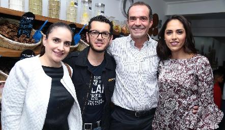 Johana Camacho, Jacobo Martínez, Juan Cuétara y Ana Villanueva.