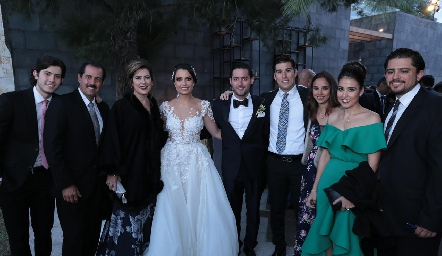Familia Kasis Galán con los novios.