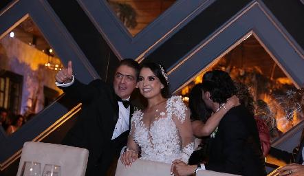 Abraham Salgado con su nuera Gaby Díaz Infante.