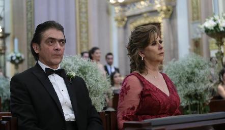 Abraham Salgado y Rosy Somohano, papás del novio.