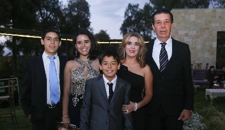 Paulo, Estefi, Santiago, Cristina y Javier Somohano.