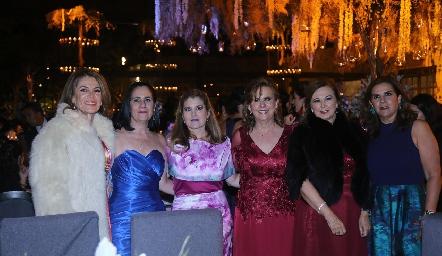 Rosy Somohano con sus amigas.