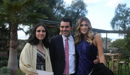 Mariana, Daniel Dauajare y Martha de la Rosa.