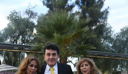 Josefina, Antonio y Clara Quezada.