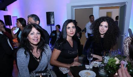 Adriana Castillo, Imelda Yáñez y Abi Treviño.