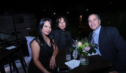 Cony Gaytán, Marcela Tapia y Jorge Villar.