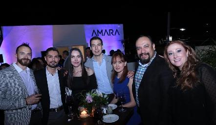 Yazmín Dávila en compañía de sus buenos amigos.