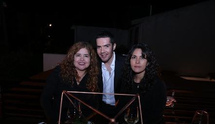 Norma Cruz, Felipe Peña y Maricela Cruz.