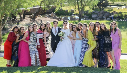 Los novios con las mejores amigas de Mariana.