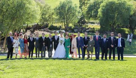 Familia y amigos del novio que vinieron desde España.