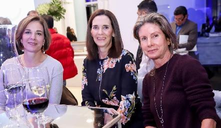 Cristina Barrett, Pilar Martínez y Lourdes de López.