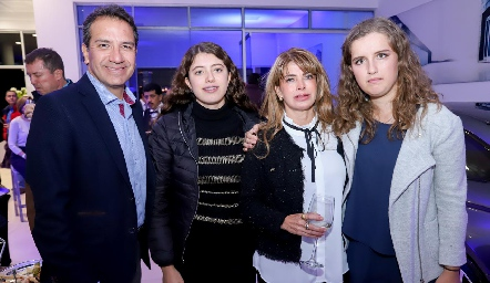 Mauricio Villalobos, Lorena Hernández, Lorena Escobedo y Sofía Torres.