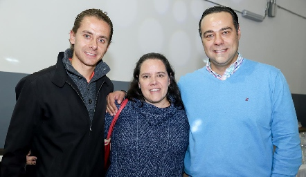 Josh, Pilar y Alejandro Torres.