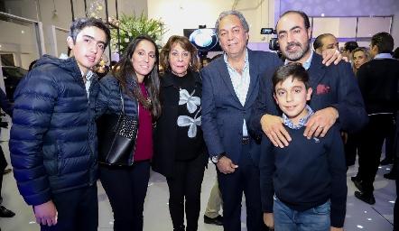 Gustavo Puente, Tatina Torres, Tatina Rodríguez, Carlos Torres, Gustavo y Daniel Puente.