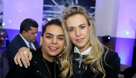 Maribel y Mónica Torres.