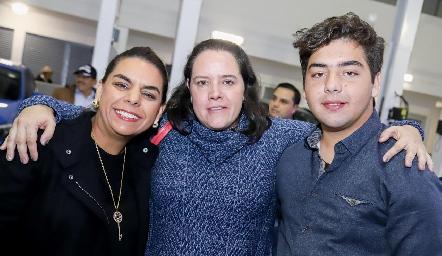 Maribel, Pilar Torres y Juan Pablo Payán.