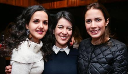 Yolanda Aguillón, Mireya Pérez y Sofía García.