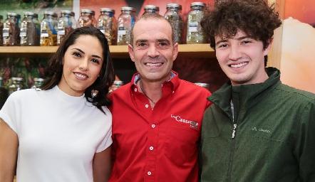 María Villanueva, Juan y Santiago Cuétara.