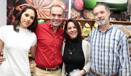 María Villanueva, Juan Cuétara, Maricarmen y Manolo Eguía.