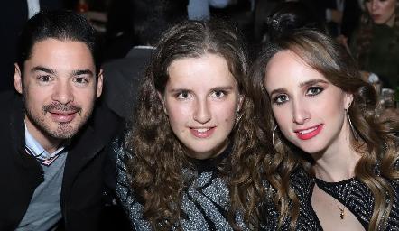 Miguel Torres, Sofía Torres y Ángeles Mahbub.