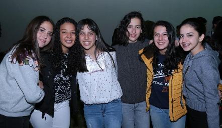 María de la Torre, Ale Martínez, Lucciana Pillado, Dany López, Ale Sánchez y Sofi Olivares.