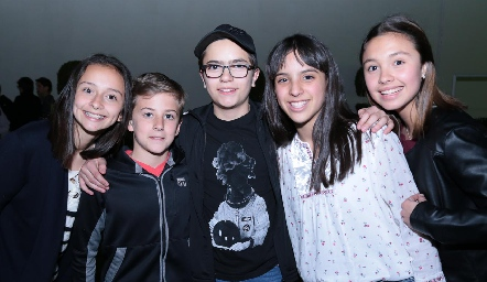 Montse, Marcelo, Javier, Lucciana y Alexa.