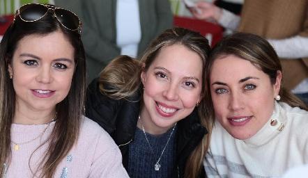 Caro Castillo, María Fernanda Guevara y Nardine Chevaile.