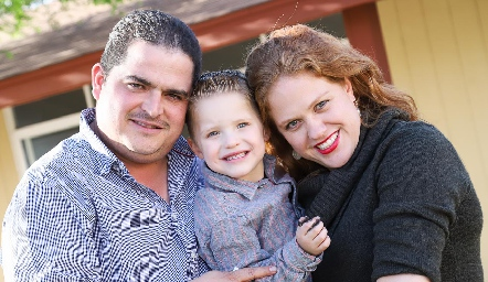 Eduardo Gouyonnet y Elisa Vilet con su hijo Alejandro.