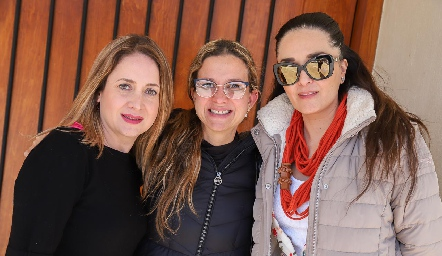 Denisse Bentrand, Aurora Irigoyen y Marina Mendoza.