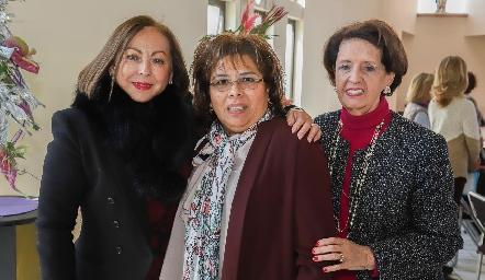 Rebeca Konishi, Carmelita Vázquez y Martha Abaroa.