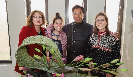 Marilú de Paredes, Maggi Villalobos, Eleazar Escobar y Tere Cuesta.