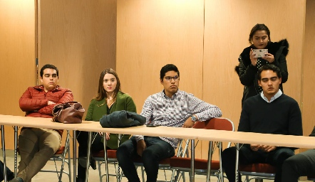 Conferencia para ex alumnos de la EBC.