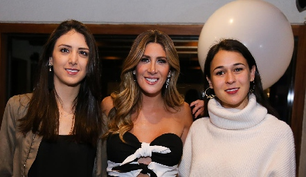 Catalina Abud, Martha de la Rosa y Carmelita Berrueta.