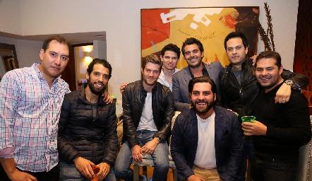 Daniel con sus amigos.