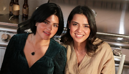 Daniela de los Santos y Montse Purata.