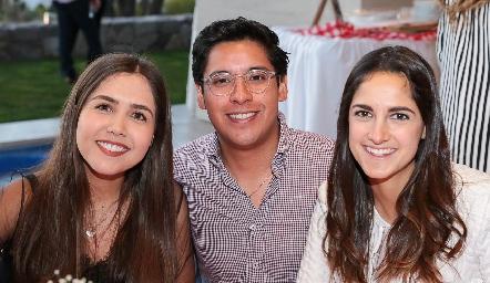 Fernanda Mena, Pedro Pérez y Paola Bulle.