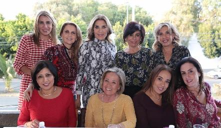 Susana Herrera, con su familia y amigas.