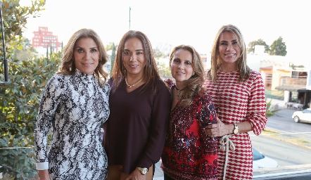 Susana Herrera, Lorena Herrera, Ana Isabel Gaviño y Verónica Herrera.