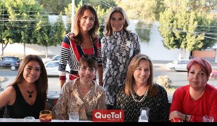 Susana con sus amigas.