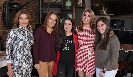 Susana, Lorena, Daniela, Vero y Ximena Herrera.