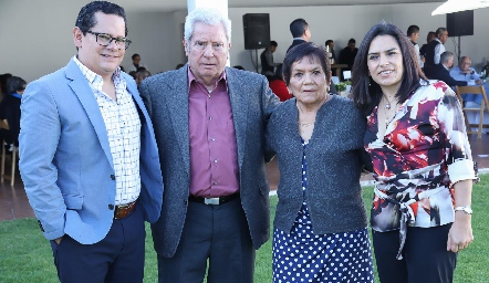 Sergio, Ricardo, Juanita y Lupita Quibrera.