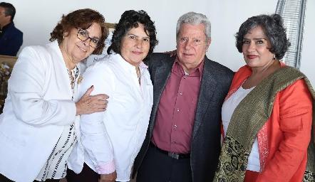 Rebeca, Gloria, Ricardo y Martha Quibrera.