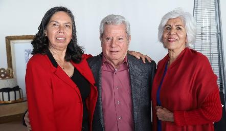 María de Jesús Quezada, Ricardo Quibrera y Licha Ramírez.