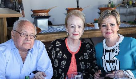 Ernesto, Luz Estela y Luz Estela Gómez.