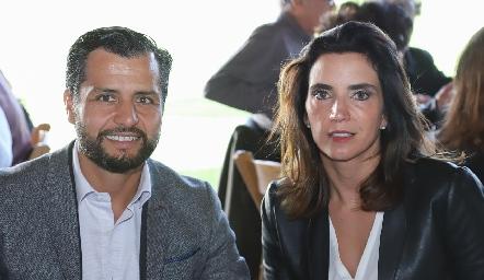 Carlos de los Santos y Marisol de la Maza.
