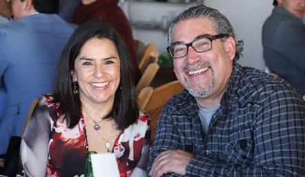 Lupita Quibrera de Echavarría y Juan Carlos Echavarría.