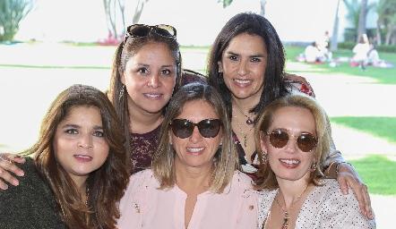 Vianey Martínez, Lupita Quibrera, Sara Berrones, Verónica Sánchez y Verónica Dávalos.