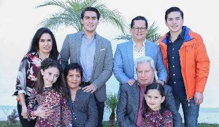 Lupita Quibrera, Juan Pablo Echavarría, Sergio Quibrera, Mariano Echavarría, María Pía, Juanita, Ricardo y Mayte Quibrera.