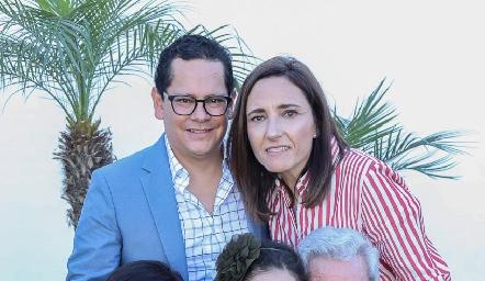 Juanita y Ricardo Quibrera con la familia Quibrera Abaroa.